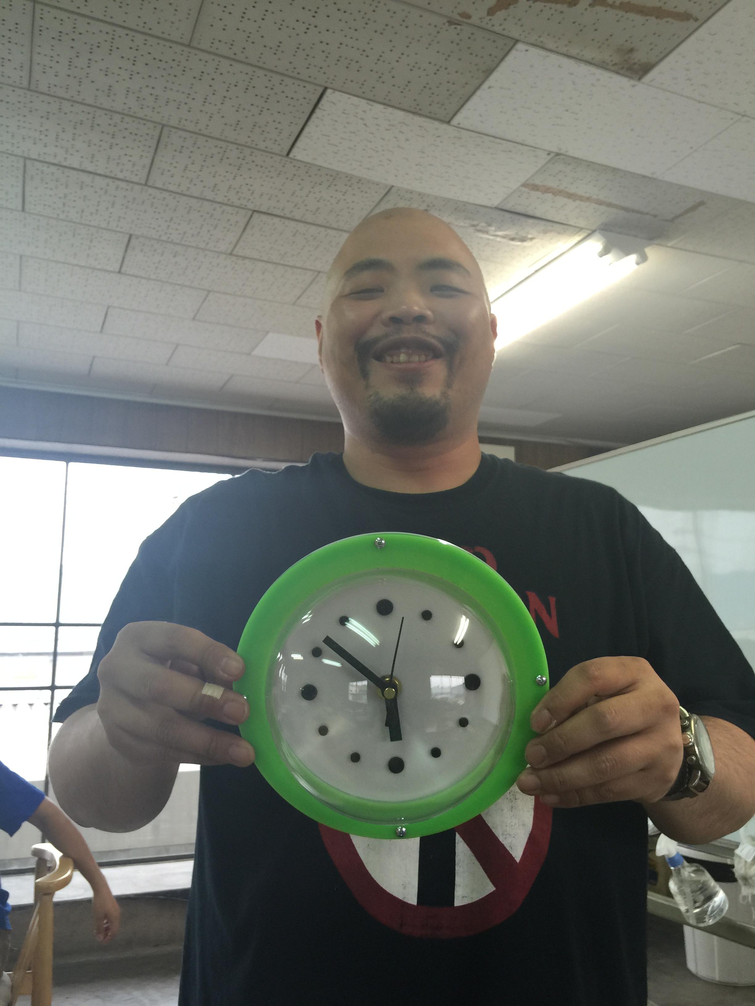 ウッチー作アクリルドーム型掛け時計
