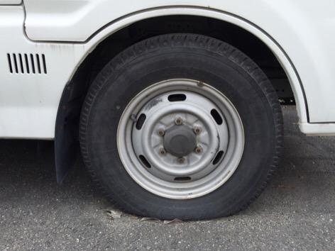 タイヤも空気抜けてました