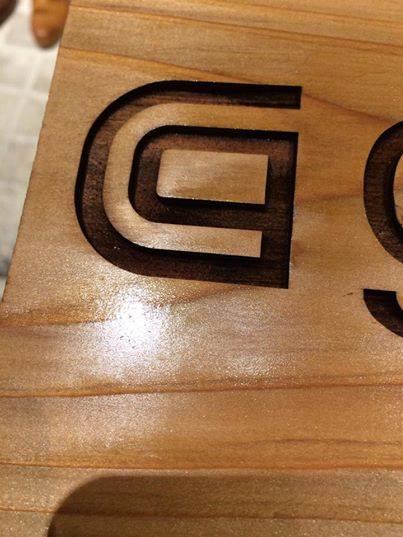アクリルの加工屋で創業65年ですが、木製の看板もやってますよ!